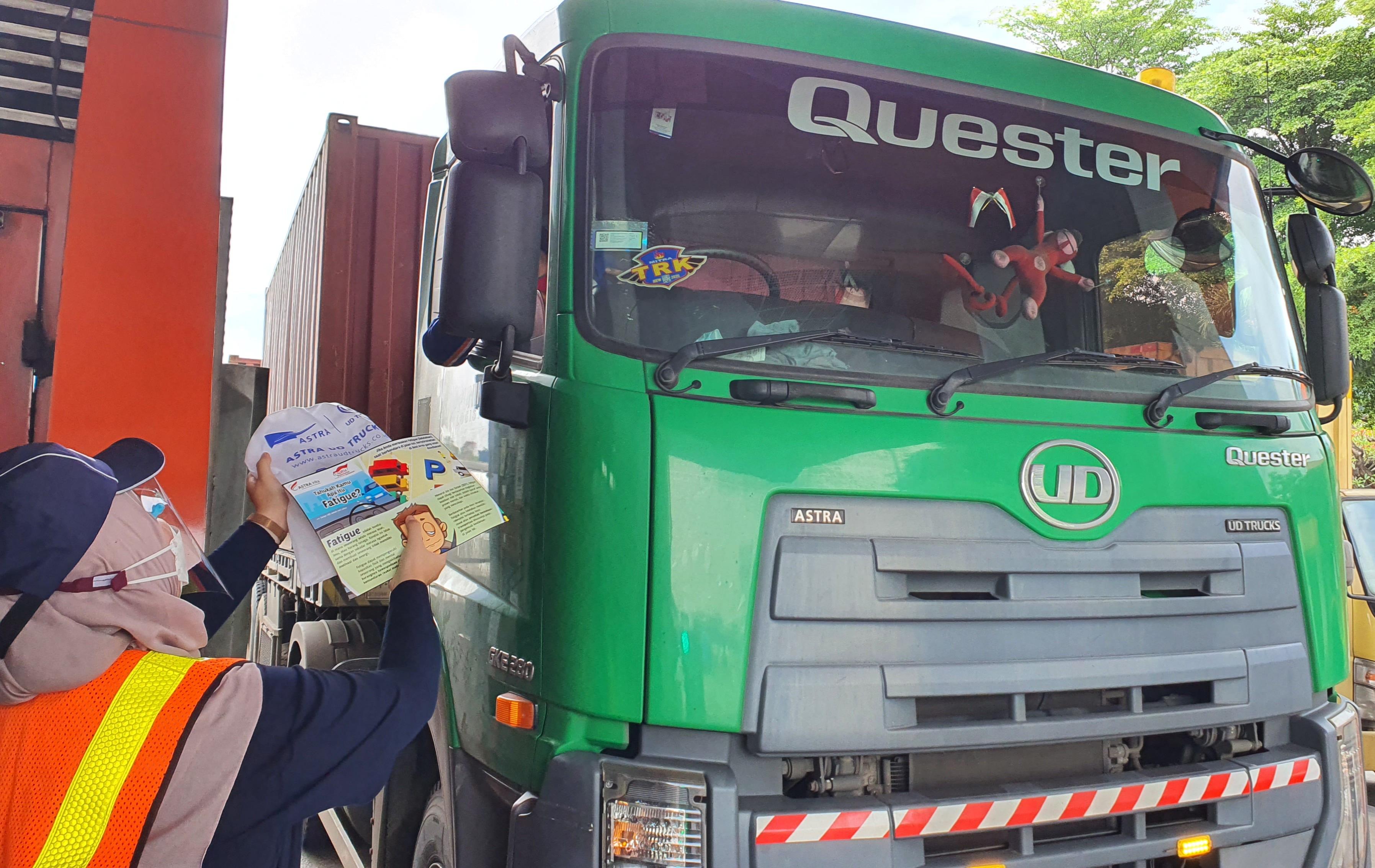 Astra UD Trucks Peduli Pengemudi Truk di Masa Pandemi